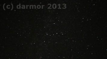 Nocne niebo. Kto wie jaki to gwiazdozbiór i gdzie tam jest galaktyka spiralna? Ja wiem, tak się tylko pytam ;)
