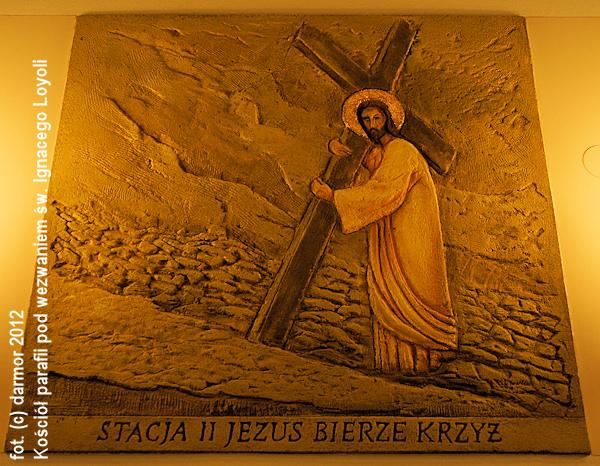 Stacja II, Jezus bierze Krzyż.